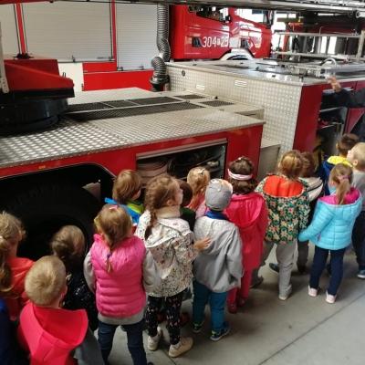 Nasze przedszkole z wizyta w Jednostce Straży Pożarnej